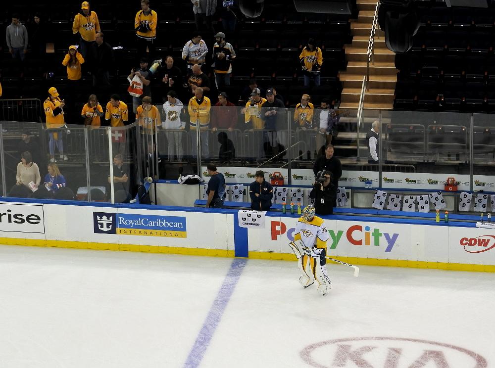 Predators-fanit ja Rinne lämmittelyssä Madison Square Gardenissa