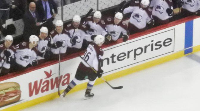 """NHL-hattutempun tehnyt Mikko Rantanen jaksoi muistaa Suomen nuoria – """"Nuorten MM itselle suurin voitto"""""""